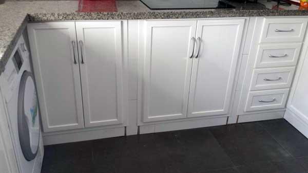 Muebles de cocina en aluminio de color blanco de Aluminios Lito