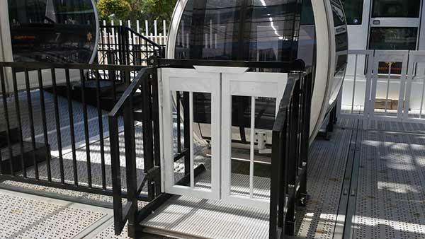 Puertas abatibles Noria de Sevilla de Aluminios Lito
